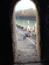 Petite fenêtre pour voir sans être vu :)