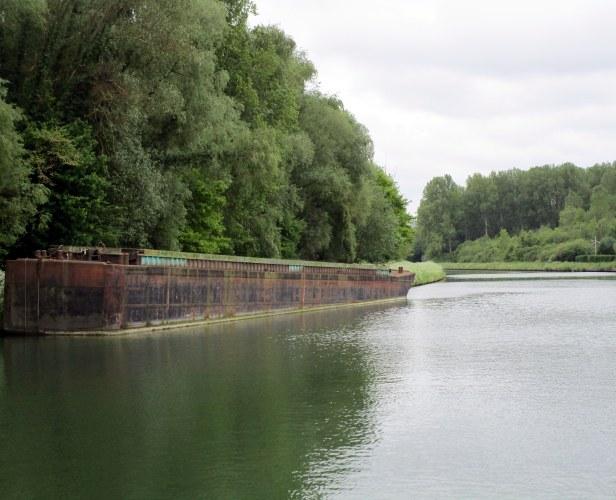 Péniche abandonnée sur le Canal Latéral de l'Oise