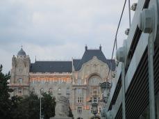 Immeuble majestueux en face du Pont