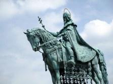 Statue sur ciel bleu