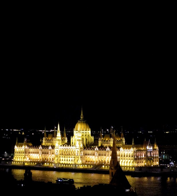 Parlement by night