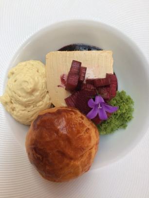 Foie gras et confit de rubarbe....