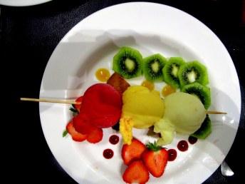 Brochette de sorbets, fruits frais et sablé : miam !